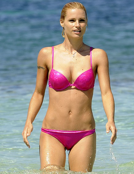 Recent bikini pictures of beautiful Michelle Hunziker