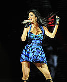 tn nicole scherzinger 1 Um ... Nicole Scherzinger? Whatcha doin with that microphone?