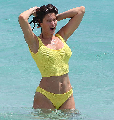Stephanie Seymour sizzles at 40