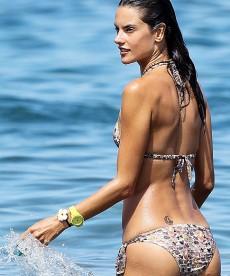Sexy Alessandra Ambrosio Bikini Pics