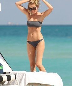 Sexy Bikini Shots Of Alessia Marcuzzi In Miami.