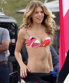 AnnaLynne McCord Is Back To Bikinis