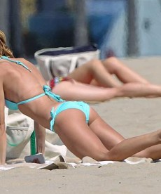 AnnaLynne McCord Is Still A Beach Beauty