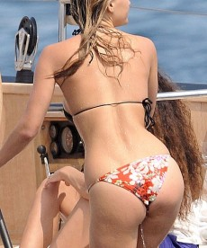 Bar Refaeli And Her Can In Cannes