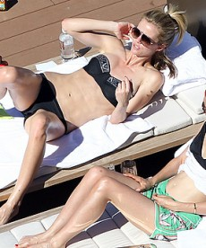 Gorgeous Brooklyn Decker Gets Some Sun In Sydney