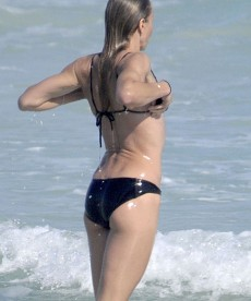 Cameron Diaz Soaking Wet In Black Bikini