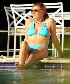 Connie Britton Relaxing In A Bikini Poolside