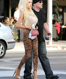 Courtney Stodden Sincerely Bugs Me.