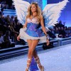 Doutzen Kroes In The Victoria's Secret Fashion Show