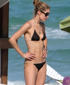 Sexy Bikini Pics Of  Doutzen Kroes In Miami