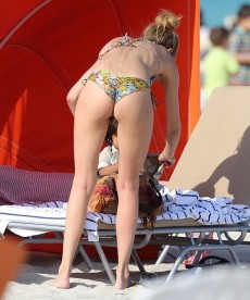 Doutzen Kroes Spends Some Beach Time With Her Family