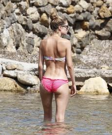 Sexy Candid Doutzen Kroes Bikini Shots