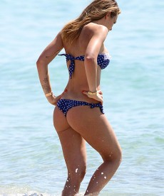 Ilary Blasi Is Super Sexy In An Itty Bitty Bikini