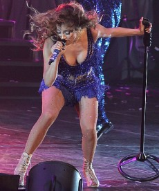 Sexy New Performance Pics Of Jennifer Lopez