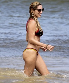 Sexy Kelly Brook Looking Happy And Healthy At The Beach