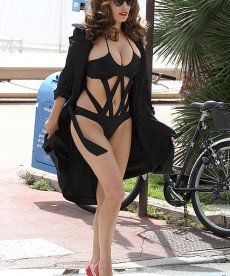 Curvy Does Not Mean Fat And Kelly Brook Is Proof.