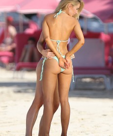 Kimberley Garner Is A Woman That Looks Fantastic In A Bikini.