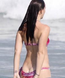 New Bikini Pics Of Sexy Leighton Meester