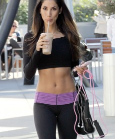 Leilani Dowding Looks Adorable In Her Workout Clothes.