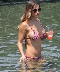 Sexy Lola Ponce Bikini Pics