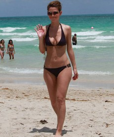 Maria Menounos Hits The Beaches Of Miami