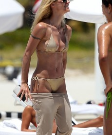 Hot Bikini Pics Of Michelle Hunziker