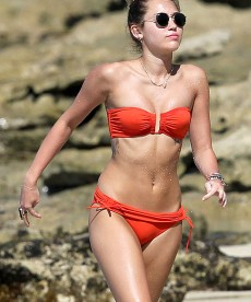 Hot Bikini Shots Of Miley Cyrus In Hawaii