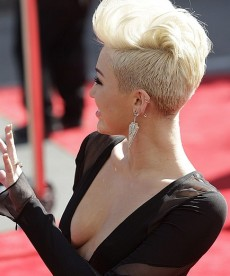 Miley Cyrus Flashes Some Serious Boob At The MTV Video Music Awards