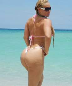 Recent Ass Shots Of Nicole 'Coco' Austin