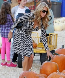 Paris Hilton Almost Lets Her Boobs Flop Out At The Pumpkin Patch