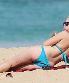 New Bikini Pics Of Beautiful Scarlett Johansson