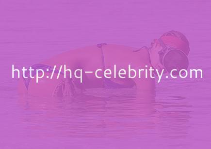 Aida Yespica looks stunning in a bikini.