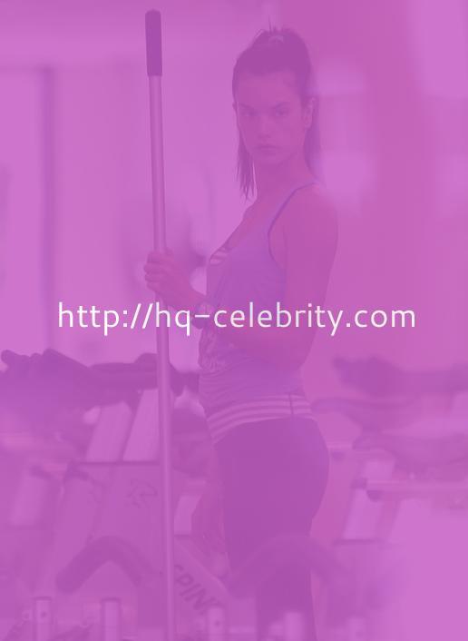 Alessandra Ambrosio Takes In A Yoga Class