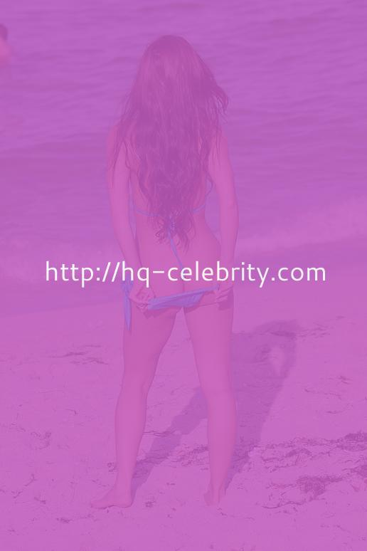 Anais Zanotti Hits The Beach And Shows Her Butt Crack
