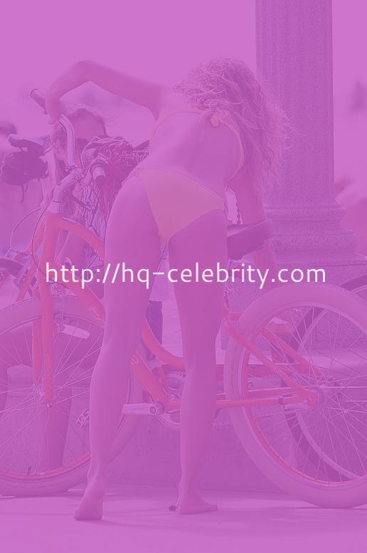 AnnaLynne McCord In A Bikini