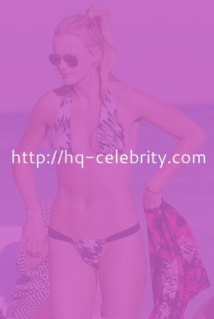More sexy Anne Vyalitsyna bikini shots.