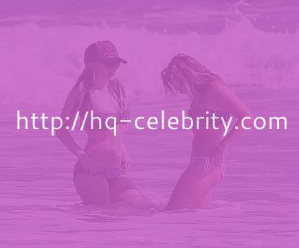 Bikini babe Avril Lavigne