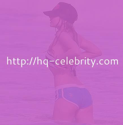 Avril Lavigne hits the beach