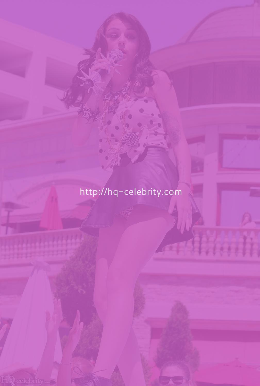 HQ Celebs Daily: Bikini Pictures