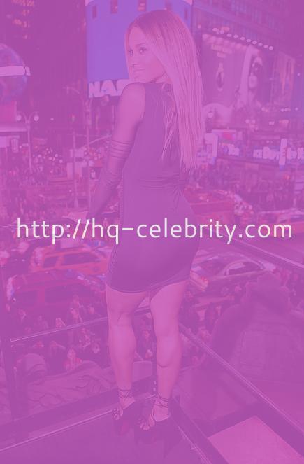 Ciara looks smoking hot, as usual.