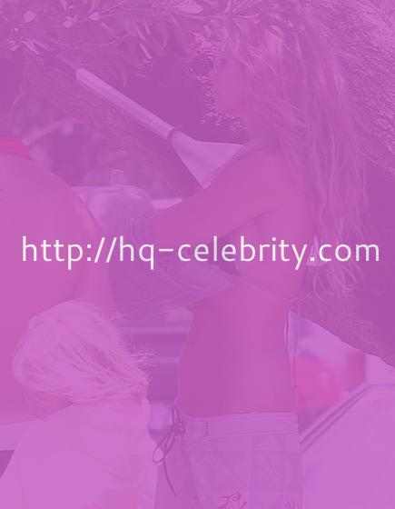 New Pictures of Elle Macpherson