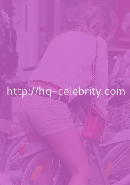 Elsa Pataky rides her bike