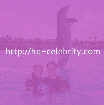 Hilary Duff played with dolphins