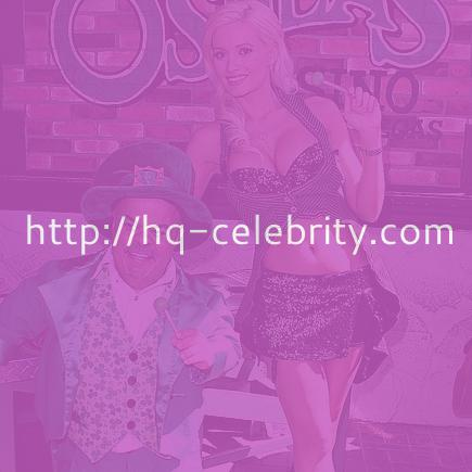 Holly Madison casino peek