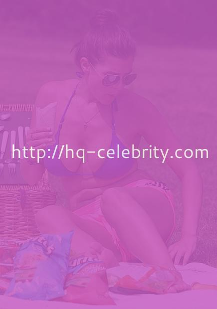 Imogen Thomas lets it all hang out for a picnic in the park