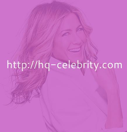 Jennifer Aniston poses pretty