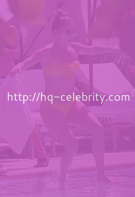 Jennifer Lopez walks on water?