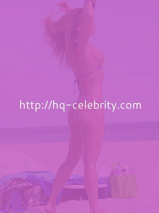 Jennifer Nicole Lee shows off her bikini body again.