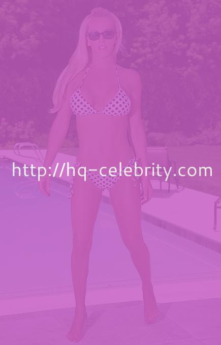 tn jenny mccarthy Jenny McCarthy looks stunning in her bikini as usual.
