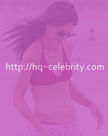 tn katie holmes 5 Katie Holmes and Suri in Miami